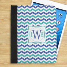 Étui folio chevron bleu et turquoise personnalisé initiale personnalisée